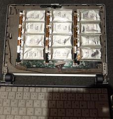 液晶裏搭載バッテリー